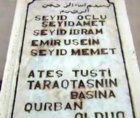 Эпитафия на турецком языке: «Огонь упал на Таракташ. Мы стали жертвами и преданы земле и камням»