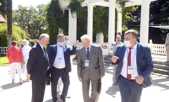 Никитский сад вновь собрал учёных России