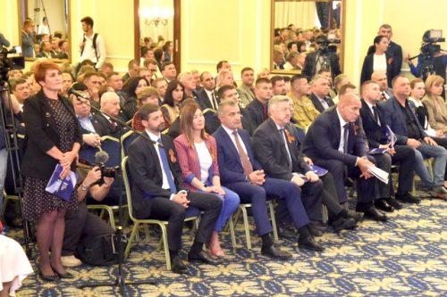 Большинство крымчан положительно оценивают работу Владимира Путина и Сергея Аксёнова