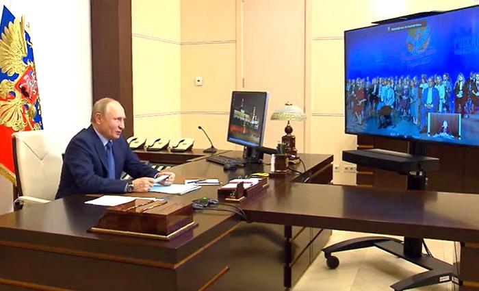 Путин разворачивает школу к Ушинскому
